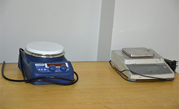 Digital Magnetic Stirrers and Weight Balance